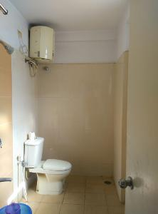 2 BHK Flat for Rent in DSR Green Vista, Whitefield | Commode, Exhaust Fan, Geyser, Inside Bathroom