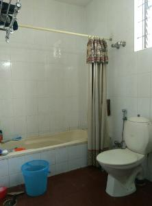 2 BHK Flat for Rent in Himagiri Meadows, Bannerghatta Road | Bath Tub, Commode, Inside Bathroom