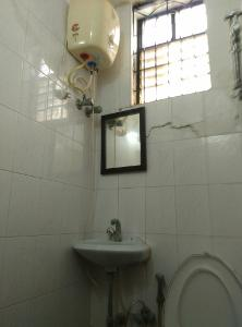 2 BHK Flat for Rent in Himagiri Meadows, Bannerghatta Road | Geyser, Mirror, Wash Basin, Inside Bathroom
