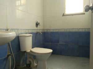 3 BHK Flat for Rent in Ittina Mahavir, Electronic City | Commode, Mirror, Wash Basin, From Attached Room