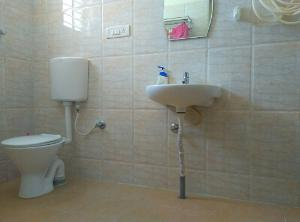 3 BHK Flat for Rent in Pariwar Passion, Bannerghatta | Commode, Mirror, Wash Basin, From Attached Room