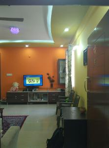 3 BHK Flat for Rent in Pariwar Passion, Bannerghatta | Crockery Unit, Mirror, Shoe Rack, Table, Tv Unit, Wash Basin
